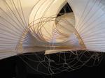 """""""Flugversuche"""" Installation aus Bambus und Papier von Anna Rubin"""